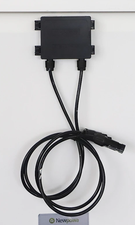 Junction-Box with pre-attached 3ft wire and MC4 connectors